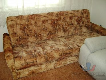 Pěkný rozkládací gauč