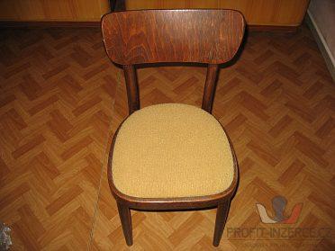 Židle tmavá, žluté čalounění.