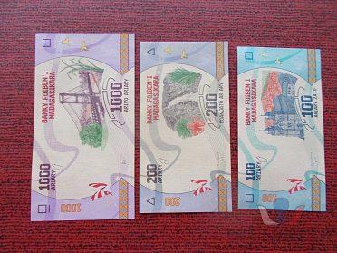 MADAGASKAR - sestava tří bankovek - UNC