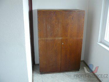 retro dvojpostel z masivu, šatní skříň,