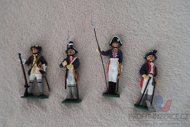 cínoví vojáčci z rozsáhlé sbírky