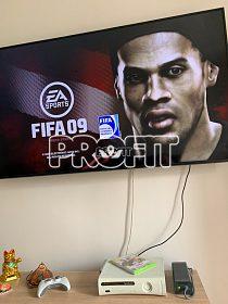 X-BOX 360 250GB, ovladač, hra Fifa 09.