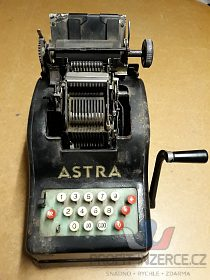 Mechanická kalkulačka Astra AAC, nálezov