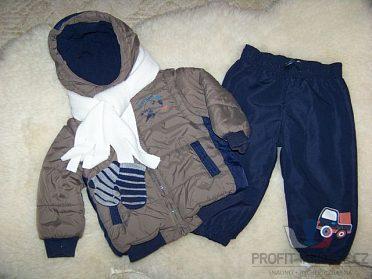 Zimní bundička, zateplené kalhoty, šálek