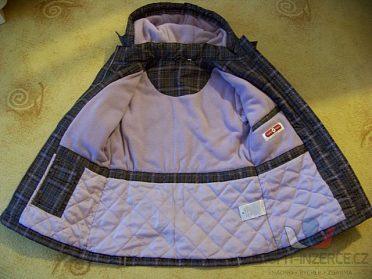 Dívčí zimní bunda, svetr, čepice a šálek