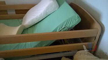 Polohovací postel pro tělesně postižené