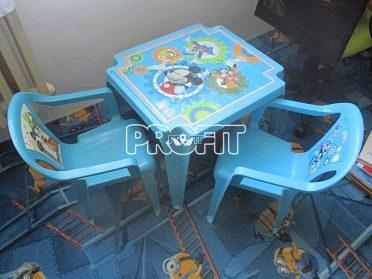 dětský plastový stůl a židle