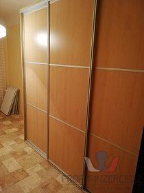 vestavná skříň