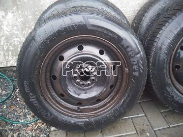 Zimní pneu 205/65 R15.