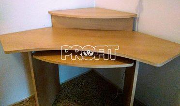 Rohový stůl k PC s vysouvací částí na klávesnici