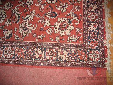 Plyšový koberec s červeným orient.vzorem