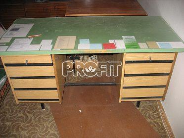 Stůl psací, rozkládací a konferenční.