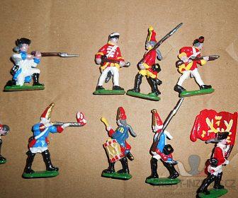 cínoví vojáčci - děla, vozy, pěchota ...