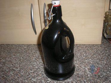 Pivní sklenice a plechovky