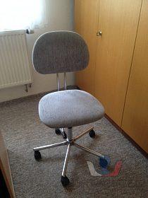 dvě kovové,otočné,výš.nastavitel.židle