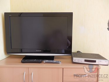 Set: televizor Panasonic Viera + satelit