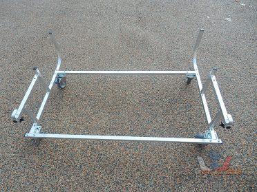 Stojan na uskladnění přívěsného vozíku