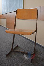 Nabízíme školní nábytek
