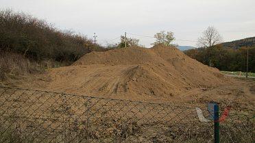 Daruji zeminu k úpravám pozemků