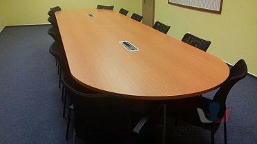 Jednací stůl, židle, skříňky i jednotliv