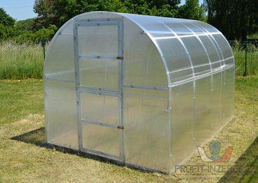 Obloukový polykarbonátový skleník
