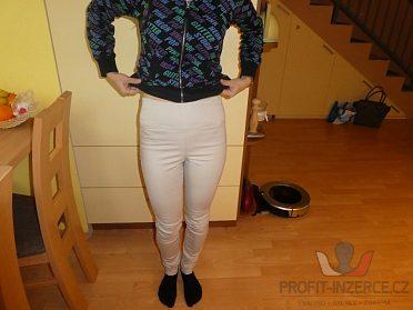 Béžové kalhoty s vysokým pasem