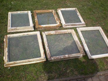 Okénko- okenní rám 50x50cm  zasklené