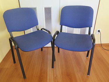 prodáme 2 polstrované modré židle
