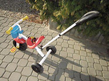 tříkolka s vodící tyčí