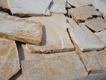 Ručně štípaný přírodní kámen na obklady