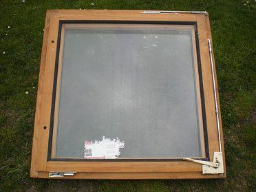 Okno dřevěné dvojité  80 x 80cm