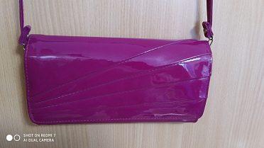Lakovaná kabelka