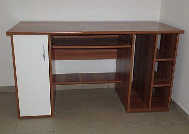 Pevný psací stůl