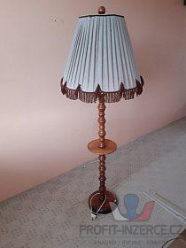 dřevěná lampa