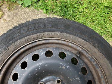 Prodám zimní pneumatiky SEMPERIT vč. disků (205/55 R16 94H)