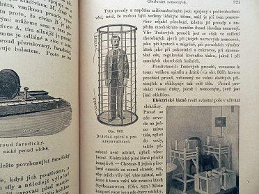 Starožitná lékařská kniha Domácí lékařka, 100 let stará