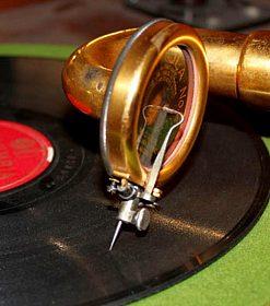 Náhradní jehly do starých gramofonů na kliku