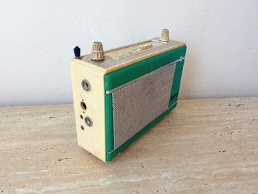 Staré plně funkční tranzistorové rádio TESLA JALTA T61