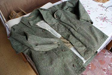 Vojenské zelené sako  a vojenské zateplené kalhoty.