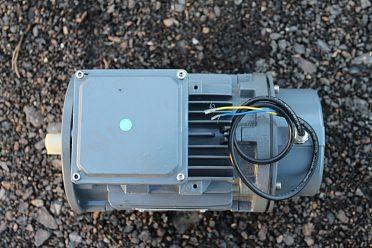 Prodám nový třífázový elektromotor 0,75kW;1360 ot/min.