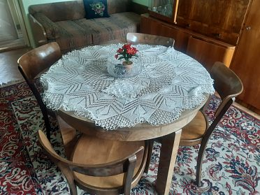 Stůl rozkládací + 4 židle vše masiv r.v. 1955