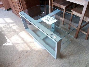 Moderní tv stolek z ikei, původní cena 4.000,-kč, nyní sleva na 1.990,-kč! ! jako nový, nepoškozený!!!!
