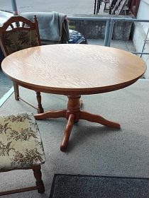 Jídelní stůl, kulatý na jedné noze, rozkládací, cena 3.300,-kč