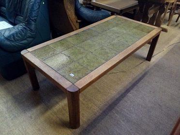 Konferenční stůl, zelené kachle, cena 1.500,-kč