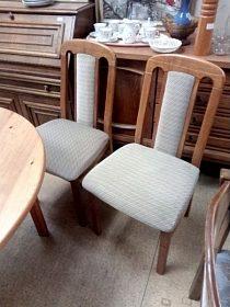 2x stejná židle, lze koupit i jen jeden kus, cena 600,-kč za kus