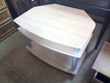 Pěkný zánovní tv stolek světlé lamino, na kolečkách, cena 890,-kč