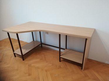 Počítačový stůl do dětského pokoje.