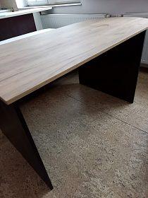 Kanceláářský stůl