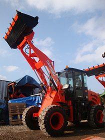Kolový nakladač CR20, nosnost 2000 kg předváděcí