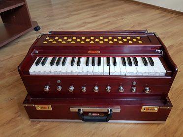 Prodám profesionální ruční Indické harmonium Bina Deluxe